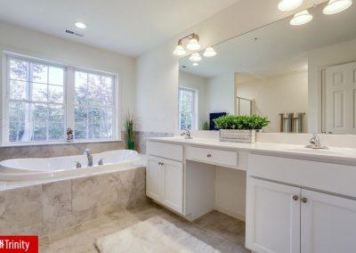 trinity_dg_master_bathroom